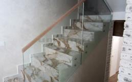Цельностеклянные ограждения для лестницы