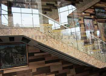 Ограждения из стекла на точечном креплении фото