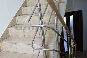 Комбинированные ограждения из нержавеющей стали  с поручнем из дуба