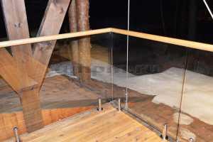 Стеклянные ограждения на министойках для балкона