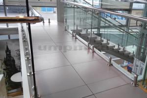 Ограждения из стекла на министойках с выносным нержавеющим поручнем