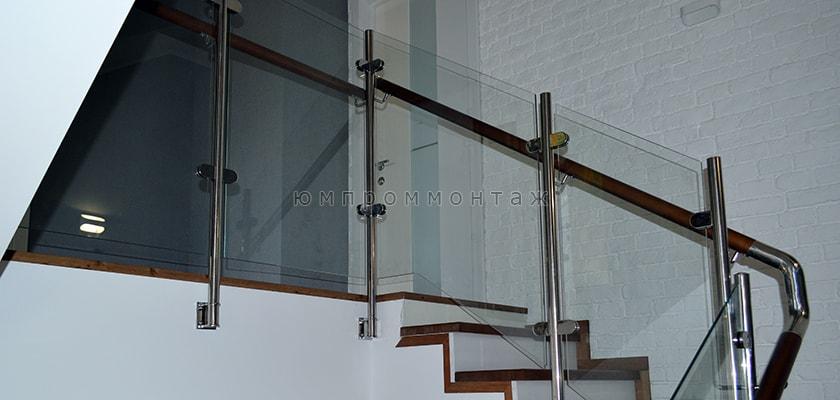 Комбинированные ограждения из нержавеющей стали, стекла и дерева