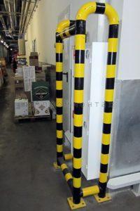 Металлический отбойник для защиты оборудования