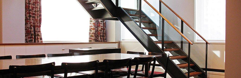 Металлические лестницы для офиса и дома