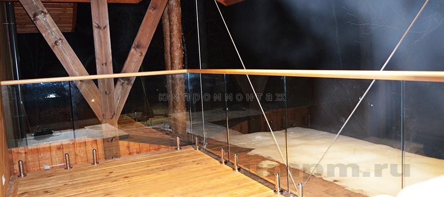 Ограждения из стекла на коротких стойках