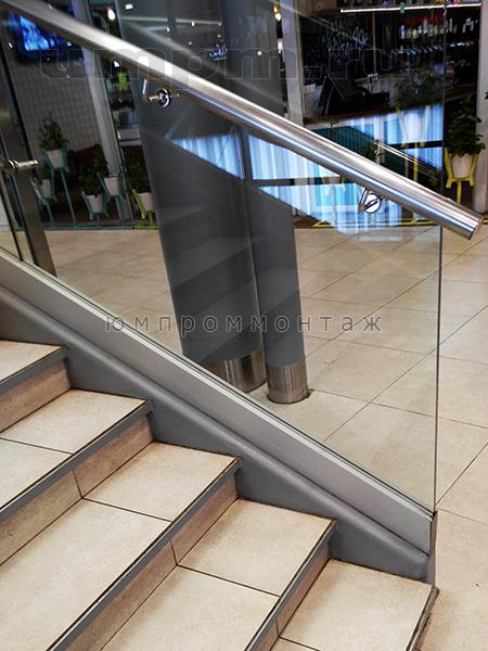 Стеклянные перила для лестницы