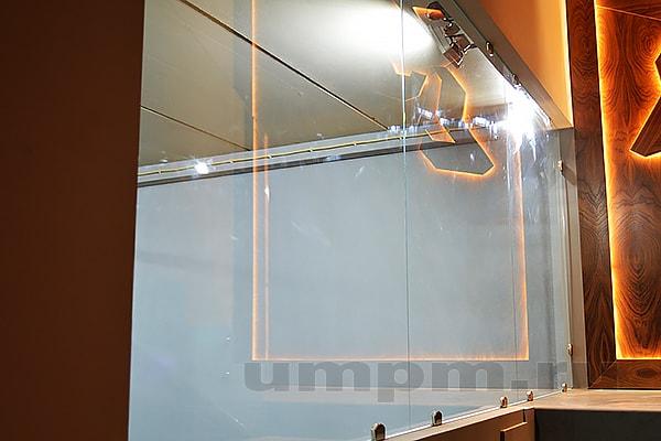 Глухие межкомнатные стеклянные перегородки для зонирования