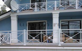 Крашенные перила на балкон