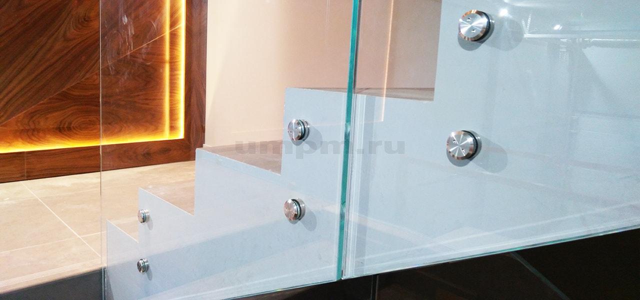 Стеклянные ограждения из стекла на точках для лестниц