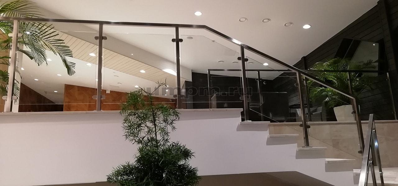 Ограждения из стекла и нержавеющей стали для лестниц
