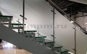 Ограждения из нержавейки и стекла на пластинчатых стеклодержателях