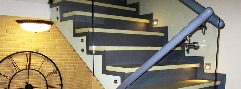 Стеклянные ограждения для лестниц с поручнями