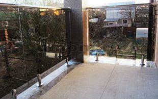 Стеклянные ограждения для балконов, террас на министойках