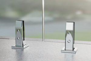 Квадоатная министойка для стеклянных ограждений