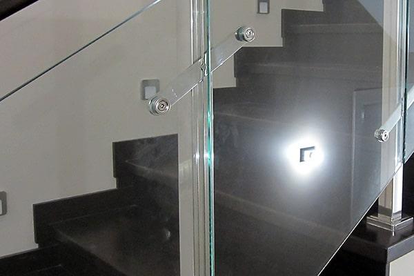 Крепление пластинчатого стеклодержателя