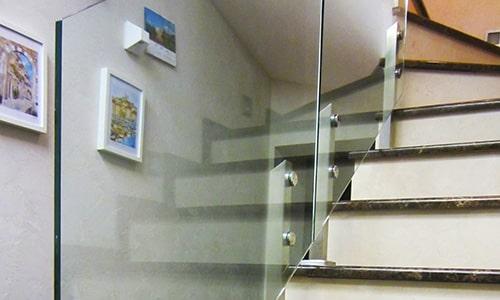 Закаленное стекло для стеклянных ограждений лестниц