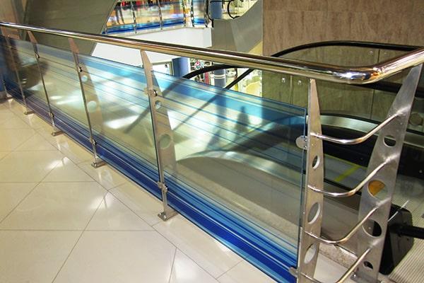 Декоративные перила для лестниц из нержавеющей стали и стекла