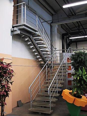 Металлические лестницы для улиц