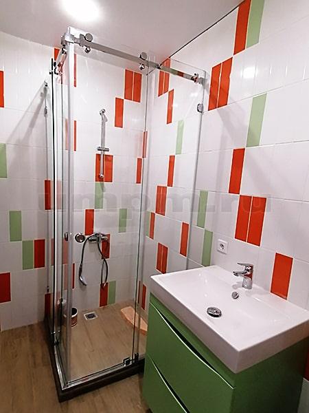 Стеклянные ограждения для душевой и ванной
