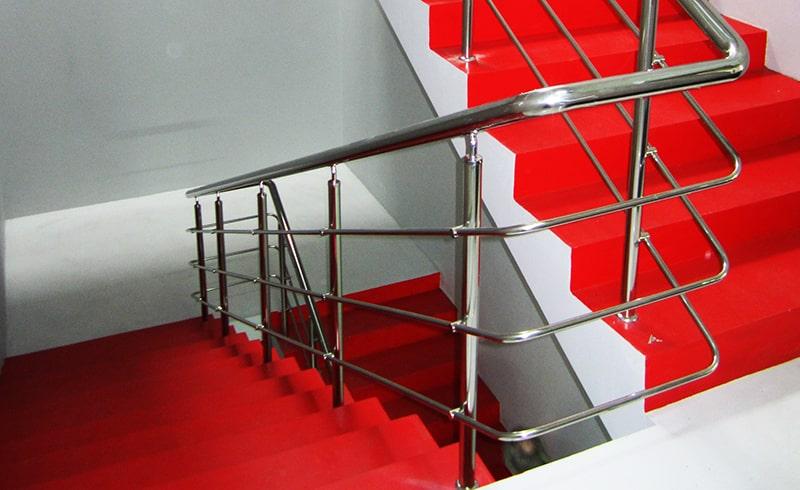 Ограждения из нержавейки с ригелями для лестниц