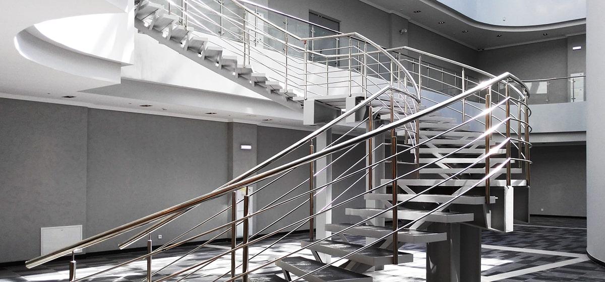 Ограждения из нержавейки винтовой лестницы