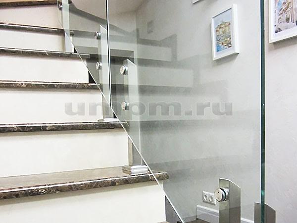Стеклянные ограждения для лестниц на министойках с точечныи креплением