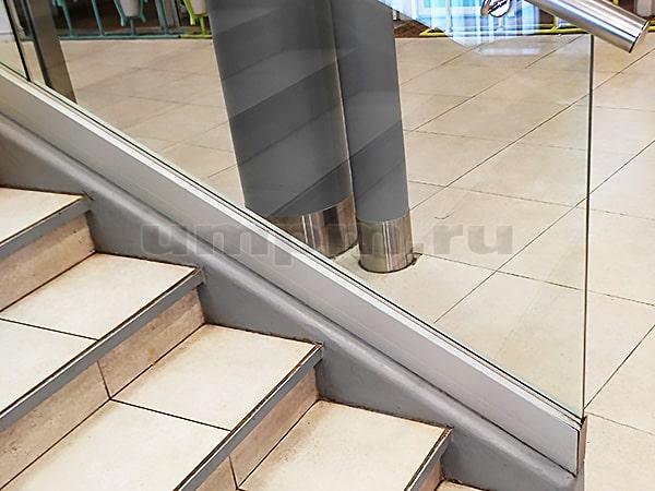 Стеклянные ограждения для лестниц на профиле