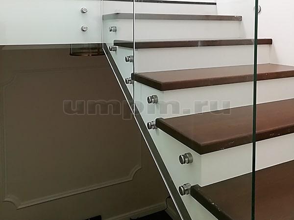 Стеклянные ограждения для лестниц, крепление на точках