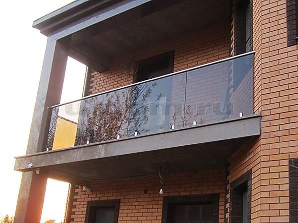 Ограждение балкона из каленого стекла